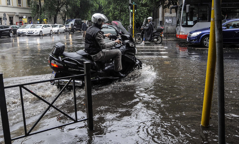 Sopravvivere al traffico Romano quando piove sulla capitale